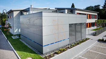 The Christophorus school in Mülheim-Kärlich (Germany) with (engraved) Rockpanel Metallics and Rockpanel Colours exterior cladding boards